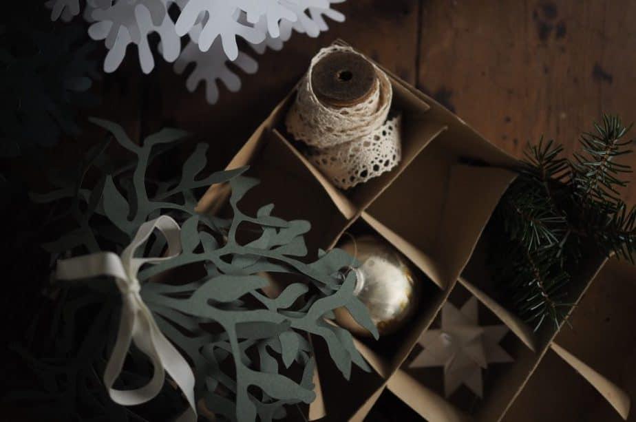 Mistletoe paper decoration